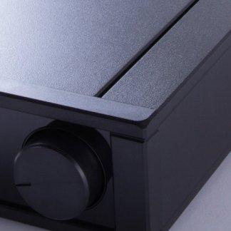 Ampli Stéréo REGA IO amplificateur intégré avec entrée phono classe AB taille compacte petite puissance melomane audiophile